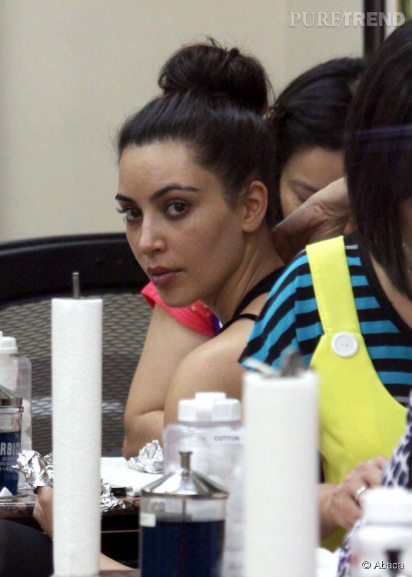 Kim Kardashian sans maquillage, pas trop mal pour une fois.