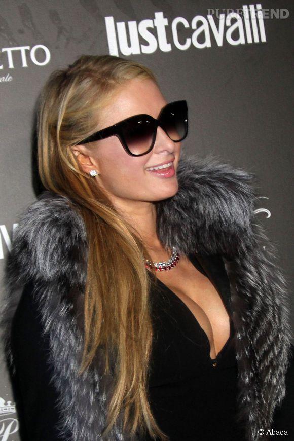 Paris Hilton, de nouveau en vacances, prend d'assaut la Jamaïque !