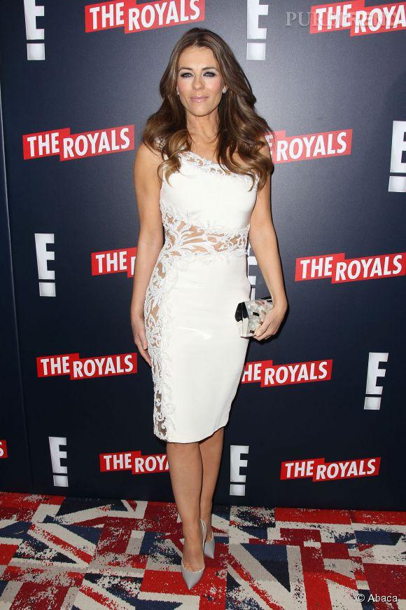 """Elizabeth Hurley assure la promotion de """"The Royals"""" à New York le 9 mars 2015."""