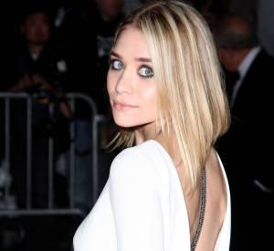 Pour une allure féminine et sensuelle, Ashley Olsen mise sur un carré plongeant classique