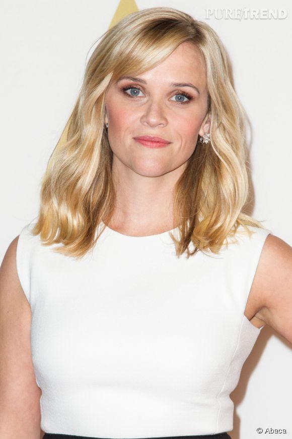 Le carré long n'est pas forcément lisse. Comme Reese Witherspoon, adoptez le carré wavy aussi appelé wob.