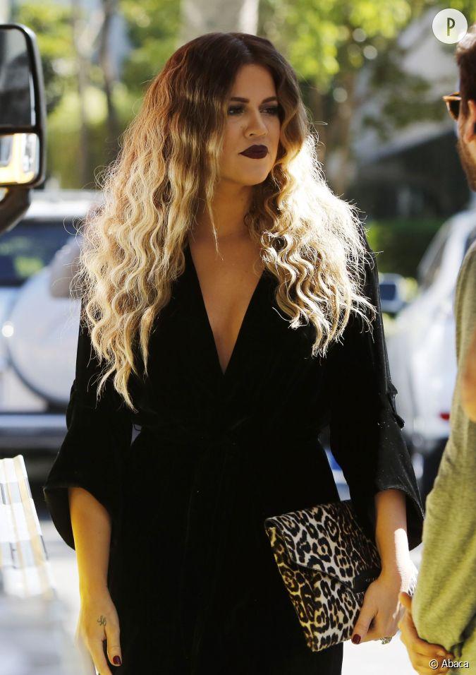 Khloe kardashian combine cheveux longs boucles l g res et tie and dye une combinaison tendance - Tie and dye cheveux boucles ...