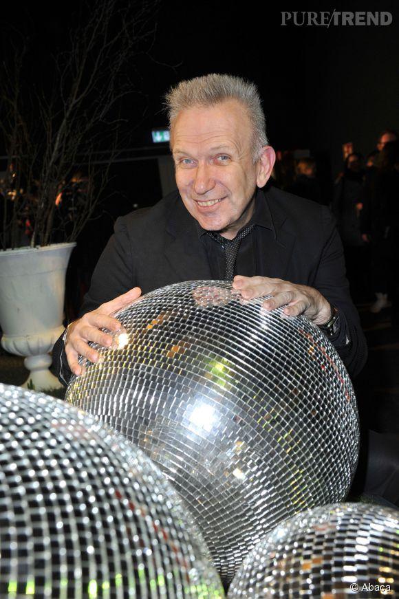 Jean Paul Gaultier brille de mille feux grâce au pouvoir de la boule à facettes.