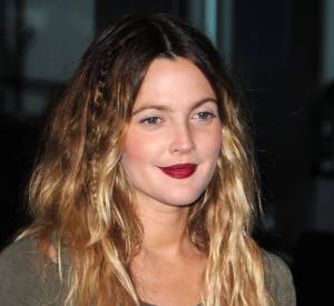 Comme Drew Barrymore adoptez le tye and dye blond avec une chevelure wavy.