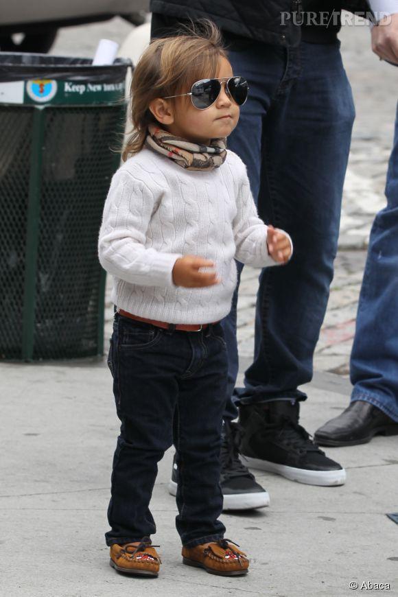 Mason Disick (le fils de Kourtney Kardashian) et son écharpe Burberry et ses mini Ray Ban.
