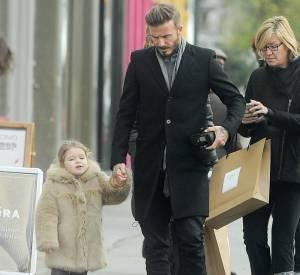 Harper Beckham dans un manteau de fourrure Chloé.