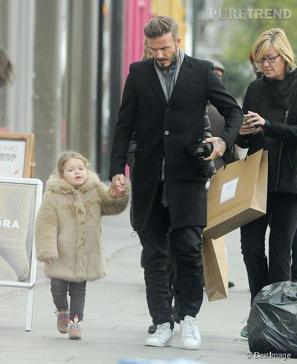 4370b8b9efcae Harper Beckham dans un manteau de fourrure Chloé - Puretrend