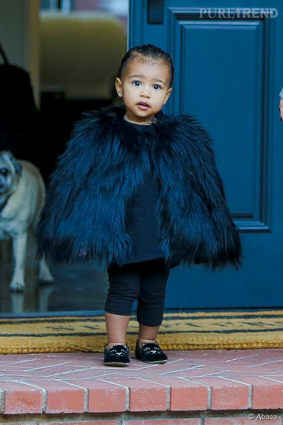 North West et ses ballerines Charlotte Olympia.