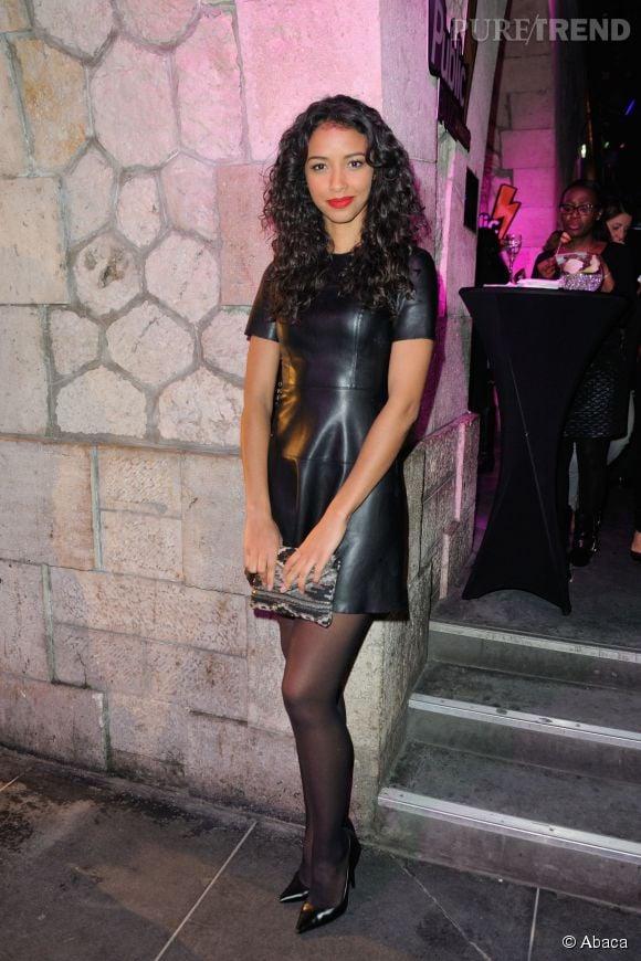 Flora Coquerel, apparition ultra sexy aux Public Buzz Awards dans une robe en cuir.