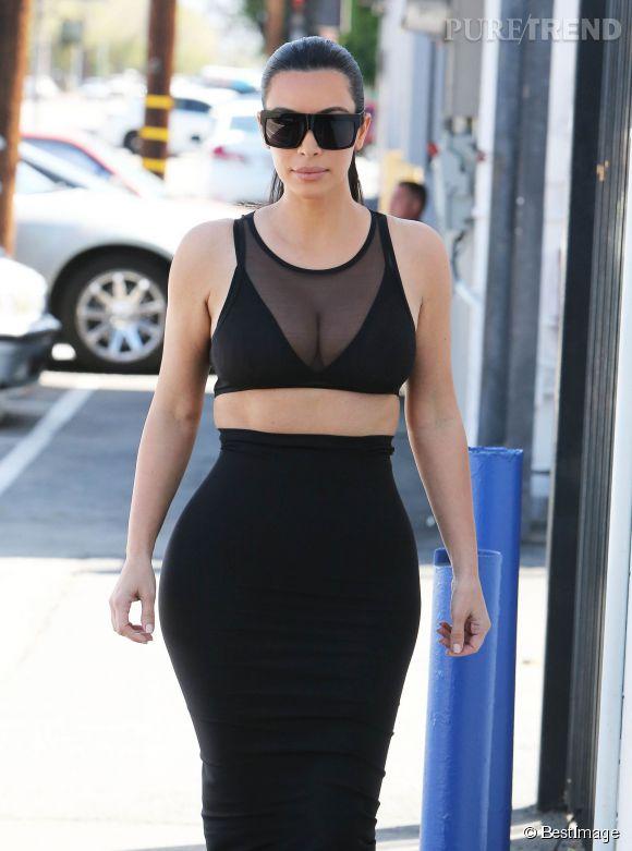 Kim Kardashian ose le top en résille dans les rues de Los Angeles le 2 avril 2015.