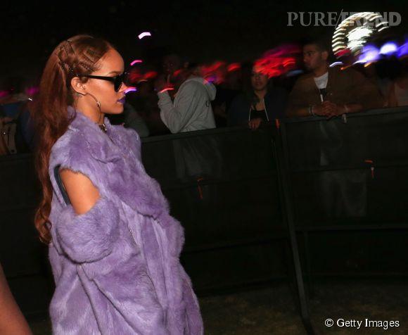 Rihanna arbore une nouvelle couleur de cheveux à Coachella.