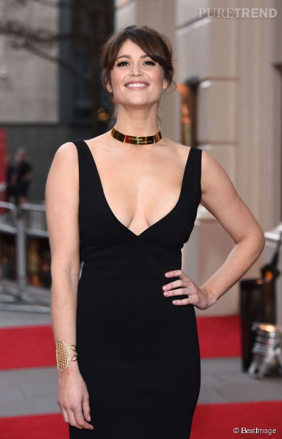 Gemma Arterton a le sourire et pour cause : même si elle est rentrée bredouille des Olivier Awards, elle a su se faire remarquer de tous !