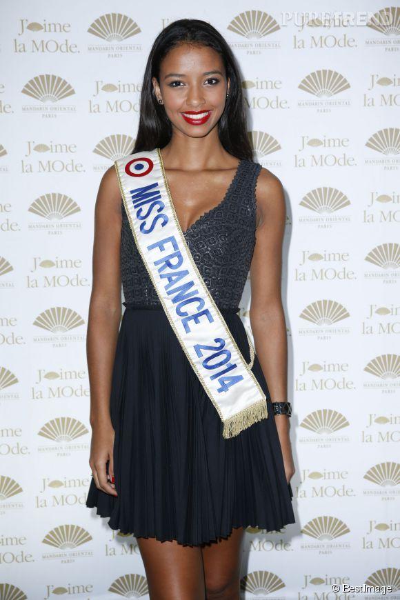 Flora Coquerel, retour sur 10 looks très sexy de Miss France 2014 à l'occasion de ses 21 ans !