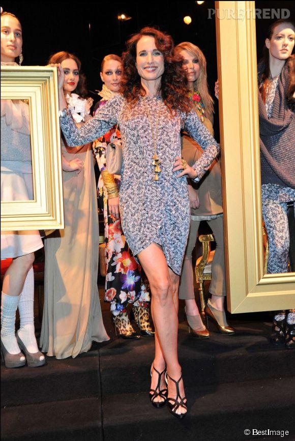 Andie MacDowell, sexy dans sa petite robe à imprimés, en 2011. Une quinqua à la silhouette toujours aussi juvénile.