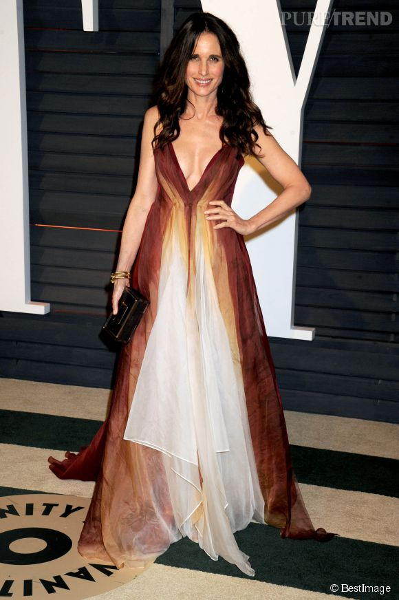 Andie MacDowell et son décolleté XXL à la Vanity Fair Party, après la cérémonie des Oscars, en février dernier.