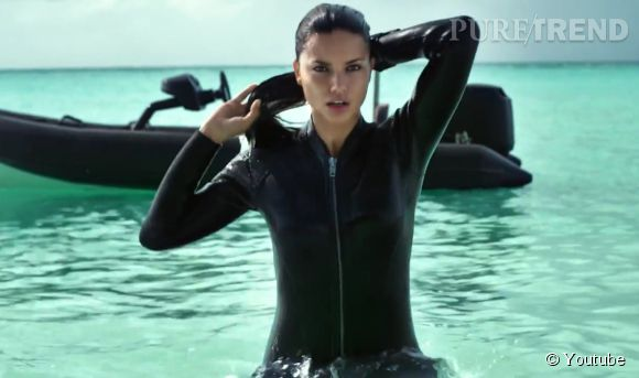 Adriana Lima, aventurière sexy pour la campagne de l'Eté 2015 d'H&M.