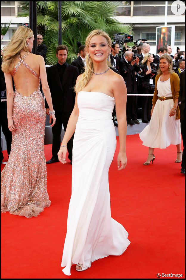 Virginie Efira fait une bien jolie mariée sur le tapis rouge du festival de Cannes, en 2006.