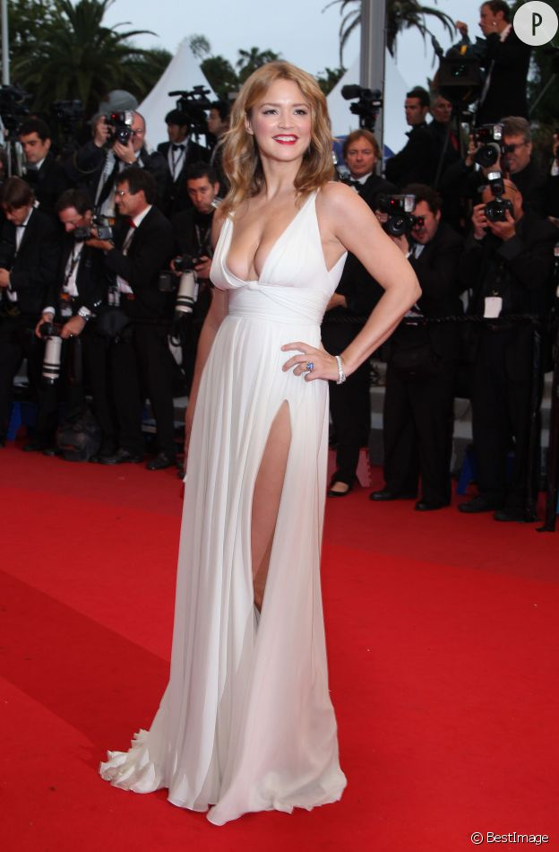En 2012, Virginie Efira fait grimper la température sur le tapis rouge du festival de Cannes en jouant les Marilyn.