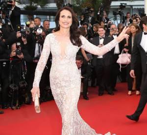 Andie MacDowell fait une apparition de rêve au Festival de Cannes 2015 pour la marque L'Oréal Paris.