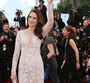 Andie MacDowell a l'air plus jeune que jeune à 57 ans, elle brille avec la team L'Oréal Paris au Festival de Cannes 2015 dans une robe Zuhair Murad.
