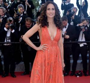 Andie MacDowell, tout simplement sublime dans une robe Elie Saab et parure de bijoux Chaumet, collection Hortensia.