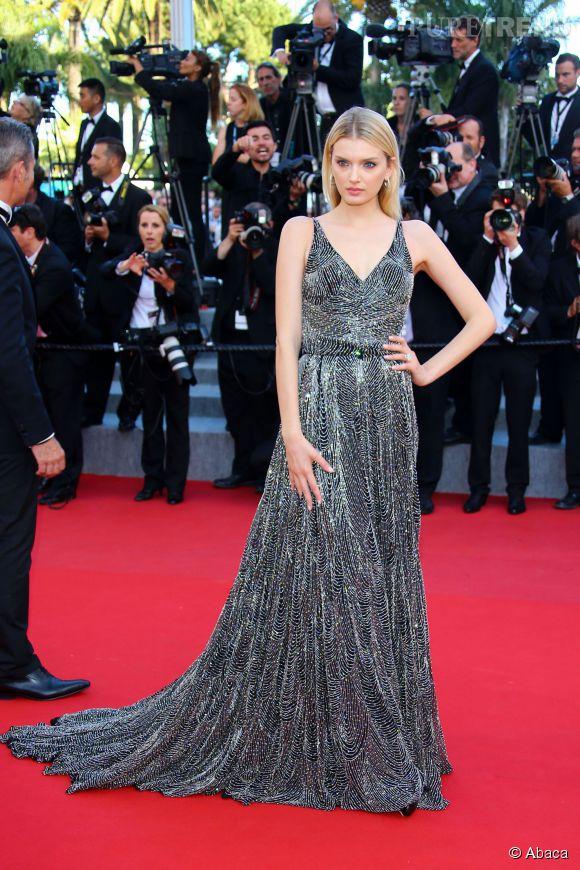 Lily Donaldson était éblouissante dans une robe Saint Laurent et avec des  boucles d'oreille Montblanc Bohème, ainsi qu'u  ne bague Montblanc Princesse Grace de Monaco.