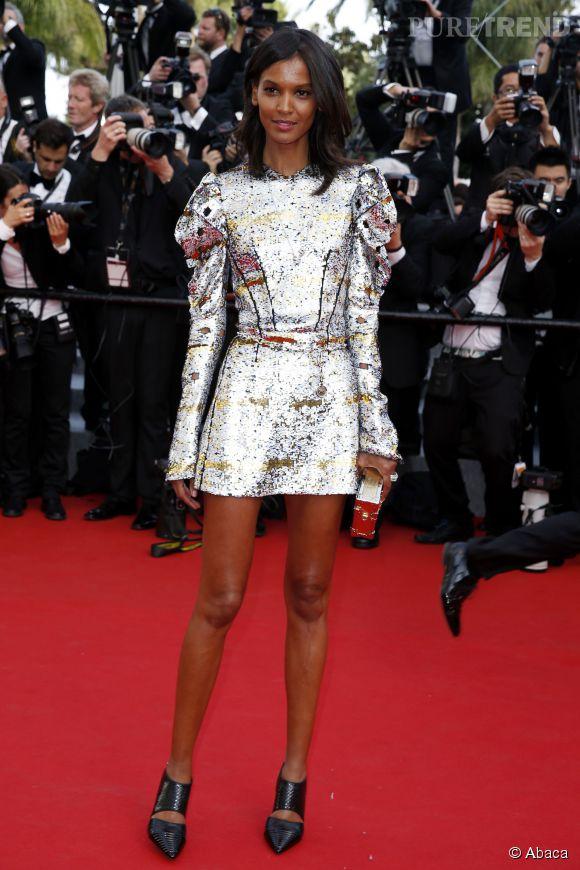 Liya Kebede a elle choisi de représenter la maison L'Oréal Paris dans une robe argentée Louis Vuitton.