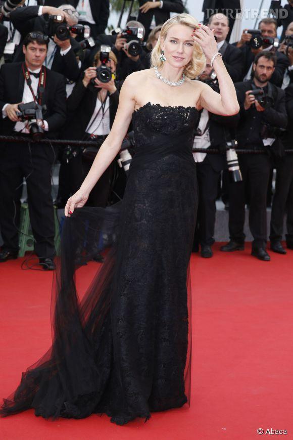 Naomi Watts : une vraie star hollywoodienne sur le tapis rouge de Cannes dans son fourreau noir Ralph Lauren.