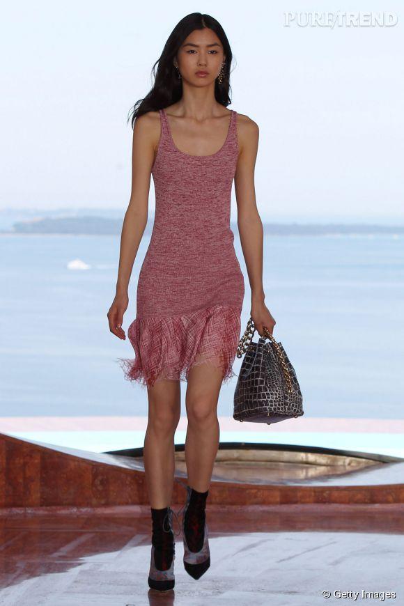 Estelle Chen au mythique Palais Bulles, à l'occasion du défilé Resort 2016 de Dior.
