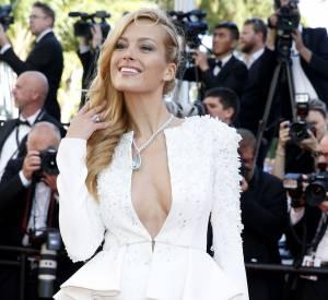"""Petra Nemcova a fait sensation sur la Croisette pour la montée des marches du film """"The youth"""", le 20 mai 2015."""