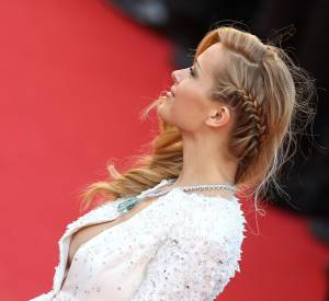 Petra Nemcova était coiffée par Dessange, avec un side hair tressé ravissant.