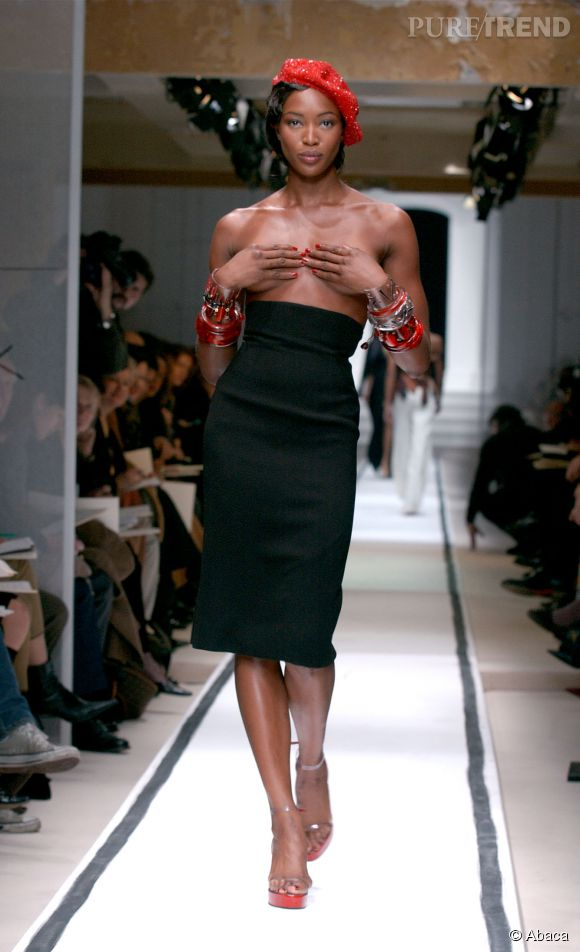 La Panthère n'a pas peur de se mettre à nu pour les couturiers.