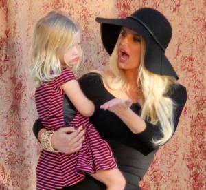 Jessica Simpson, sa fille Maxwell la copie et prend la pose en maillot de bain