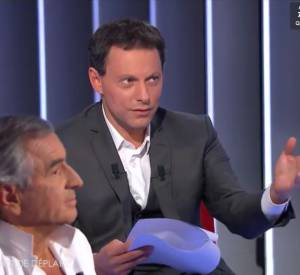 "Extrait du ""Divan"" de Mar-Olivier Fogiel avec Bernard-Henri Lévy."