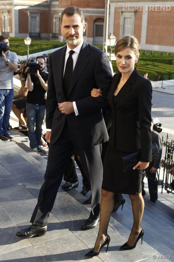 Letizia d'Espagne arrive au mémorial du prince Kardam avec son époux.