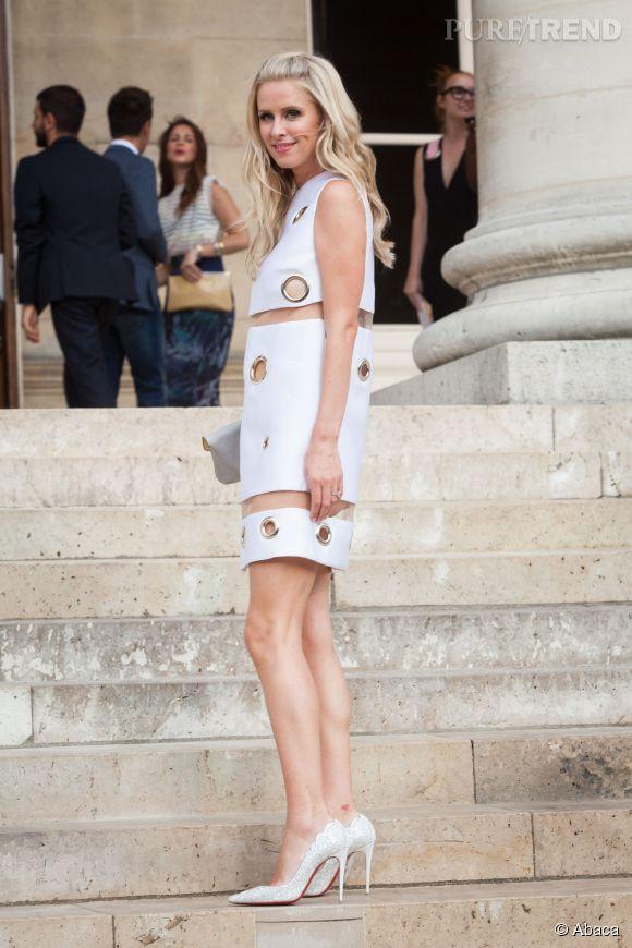 Nicky Hilton dans une robe trapèze blanche d'inspiration seventies.