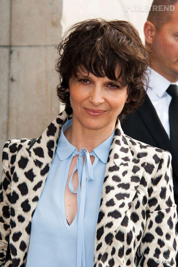 Juliette Binoche a dévoilé sa nouvelle coupe au défilé Haute Couture Armani Privé.