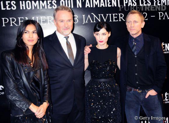 """Élodie Yung avec le cast du film """"Millénium : les Hommes qui n'aimaient pas les femmes"""". Elle pose aux côtés de Daniel Craig et Rooney Mara."""