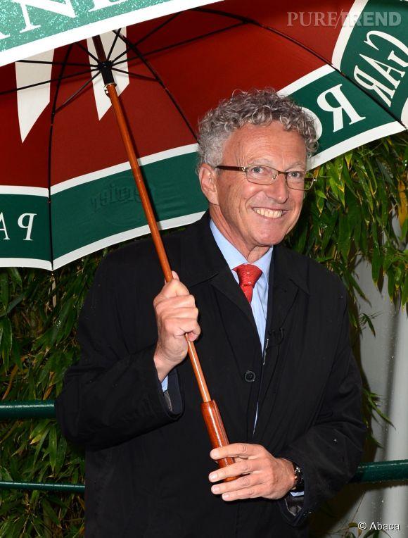 Neslon Monfort a toujours un parapluie avec lui pour se protéger des OVNI.
