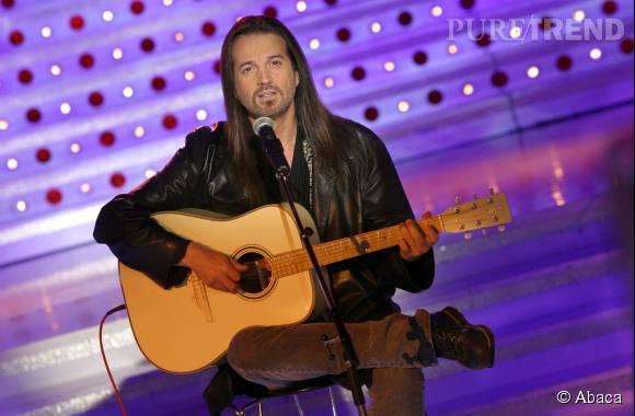 Francis Lalanne sur un plateau de télé avec sa célèbre guitare, en novembre 2013.