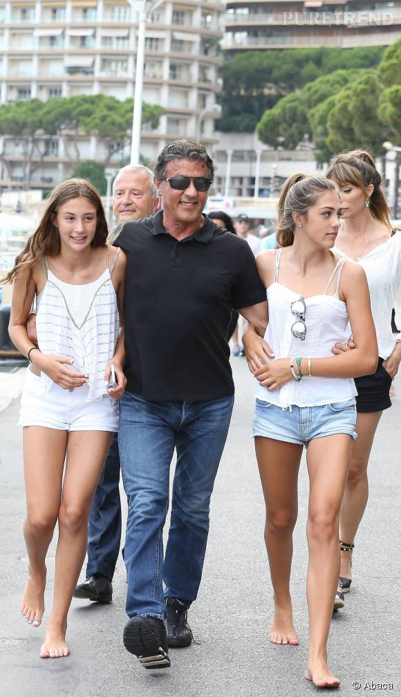 Sylvester Stallone, ici entourré de ses filles Sophia (gauche) et Sistine (droite).