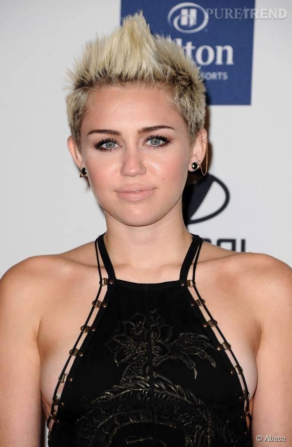 Miley Cyrus aurait du garder les cheveux longs, sa coupe garçonne ne fait pas l'unanimité.