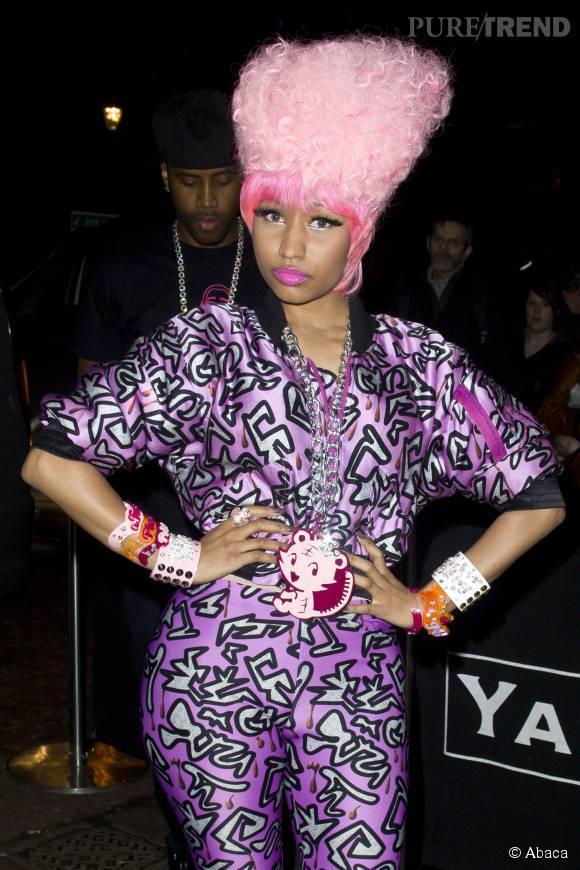 Nicki Minaj a rendu hommage à son amour pour la barbe à papa avec une coupe absolument excentrique.