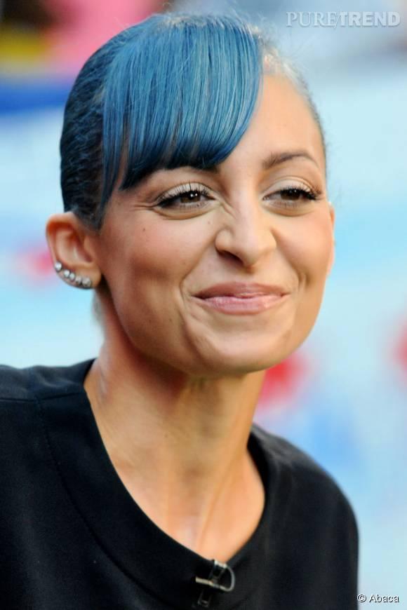 Nicole Richie aurait du éviter les cheveux bleus.