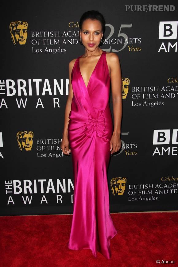 Kerry Washington ose le rose satiné au décolleté V pour une opération séduction réussie aux BAFTA 2012.