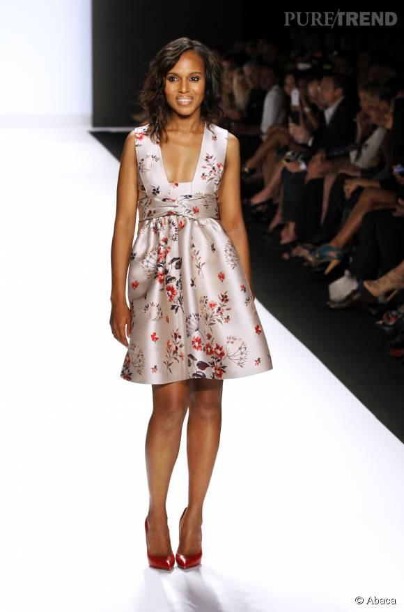 """Kerry Washington tente la robe romantique et très décolletée pour la saison 14 de """"Project Runway"""", en 2014. Une grande réussite."""