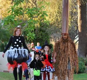 Portrait de famille d'Alyson Hannigan avec son mari Alexis Denisof et leurs filles Satyana et Keeva.