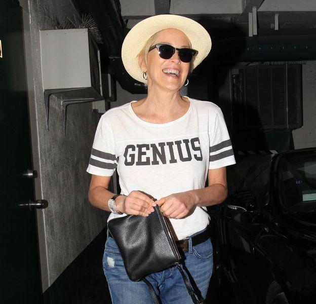 Sharon Stone dans les rues de Beverly Hills le 31 octobre 2015.
