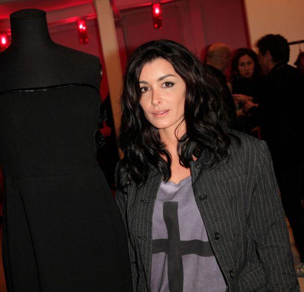 En véritable passionnée de mode, Jeniferaime les vêtements sexy qui la mettent en valeur.