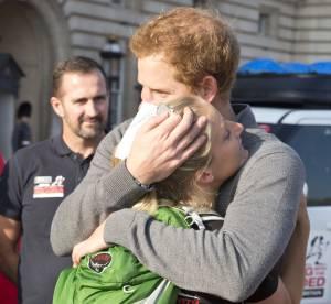 Prince Harry : moment d'émotion dans les bras d'une jolie blonde